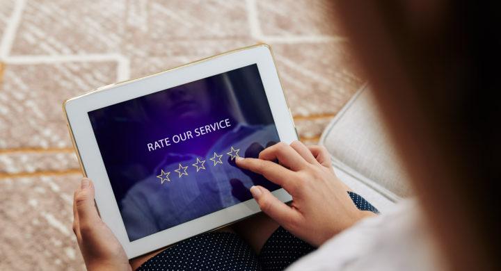 Irreführende Auswahl von Kundenbewertungen